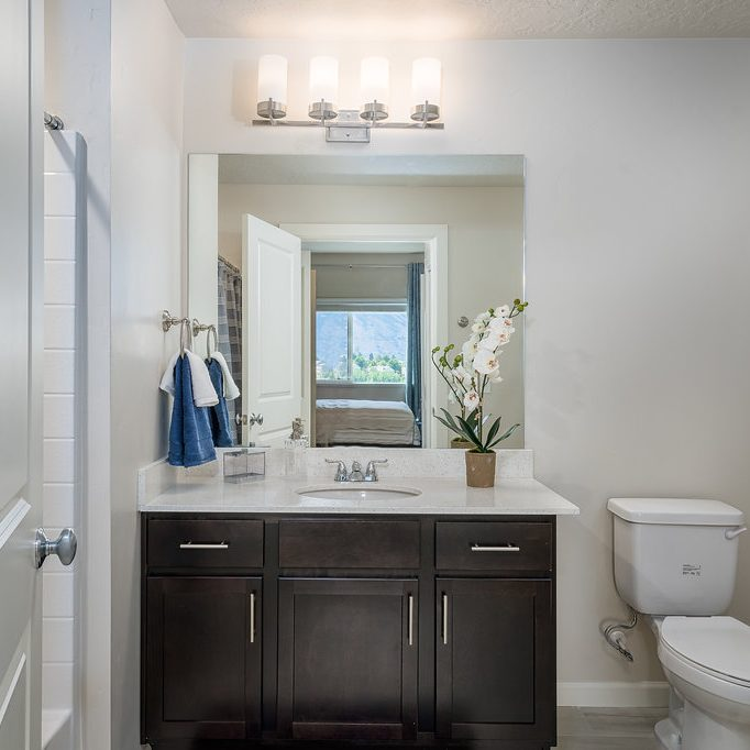 Apartment en suite bathroom - Midvale, Utah